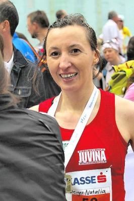 Es wurde auch noch ein 1.Platz in der Österreichischen Masters Meisterschaft W-35 für Mag. Natalia STEIGER (LMB) - Salzburgmarathon_2012_207a